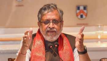 बिहार: आचार संहिता उल्लंघन में पेशी के लिए कैमूर पहुंचे सुशील मोदी, प्रलोभन देने का आरोप
