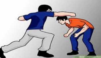 बगहा: छात्रों के सामने ही भिड़े शिक्षक, दोनों के बीच जमकर हुई मारपीट