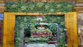 Lockdown के बीच पुणे में अंगूरों से सजाया गया भगवान खंडेराया का गर्भगृह