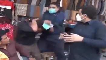 Video: बिना मास्क लगाए कर रहा था दुकानदारी, हो गई जमकर पिटाई