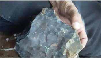 Meteorite: आसमान से गिरा उल्कापिंड, बेचने वाला युवक हुआ फ्रॉड का शिकार