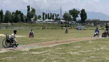 Kashmir में दिखी Cricket की दीवानगी, Wheelchair पर खेला जा रहा टूर्नामेंट