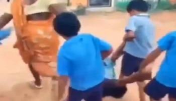 Funny Video: बच्चे ने सुबह से शुरू की अपनी नौटंकी, मां-बाप ने ऐसे भेजा स्कूल