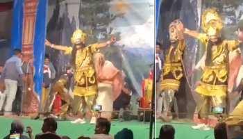 Dussehra Viral Video: रामलीला में अचानक भांगड़ा करने लगा रावण! पब्लिक ने देखकर मचाया यूं हंगामा