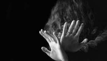 पति से नाराज होकर घर छोड़कर गई महिला, 5 लोगों ने हफ्ते भर किया गैंगरेप