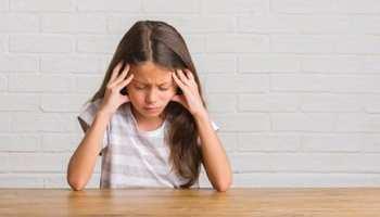 Child Care Tips: आपका बच्चा भी करता है सिर दर्द की शिकायत तो तुरंत करें ये काम, वरना बढ़ सकती है परेशानी