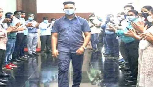 Mumbai: रेलवे स्टेशन पर बच्चे की जान बचाने वाले शख्स ने फिर किया बड़ा काम, बड़े दिल वाले हैं मयूर