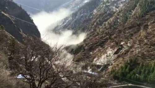 चमोली के जोशीमठ में ग्लेशियर टूटा, कई लोगों के फंसे होने की आशंका