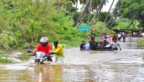 Karnataka में भारी बारिश से बने बाढ़ जैसे हालात, कई जिले बुरी तरह प्रभावित