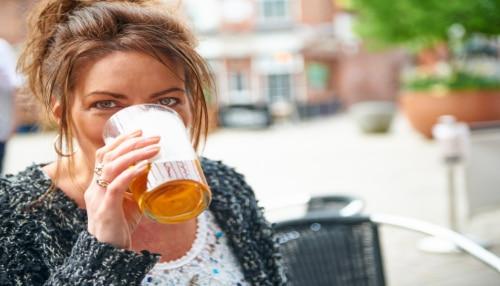 Viral News: शराब पीकर ऑफिस पहुंची महिला, कंपनी ने निकाला बाहर; कोर्ट ने दिलवाई लाखों की रकम