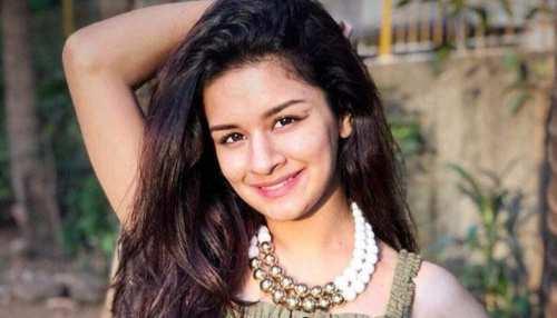 tv actress Avneet Kaur shares bold and hot photos incresed temperature of social media