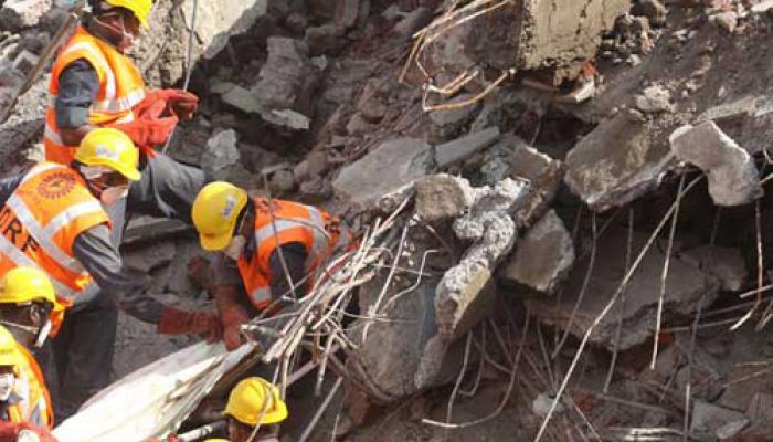 दिल्ली, चेन्नई के बाद अब लखनऊ में गिरी इमारत, कई घायल