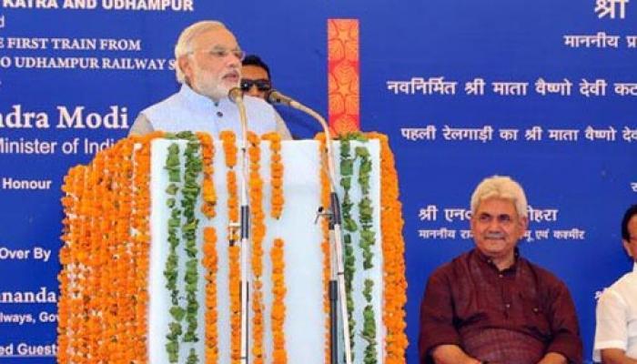 मोदी ने दिखाई कटरा से नई ट्रेन को हरी झंडी, बोले-जम्मू-कश्मीर का दिल जीतना चाहते हैं