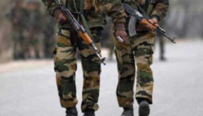 जेएंडके: बीएसएफ के काफिले पर आतंकियों ने किया हमला, 8 जवान घायल