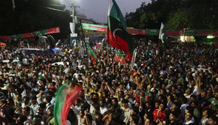 पाकिस्तानी सुप्रीम कोर्ट ने सरकार के खिलाफ किसी भी असंवैधानिक कदम पर लगाई पाबंदी