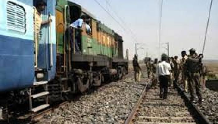 बिहार में ट्रेन की चपेट में आया आटोरिक्शा, 20 की मौत