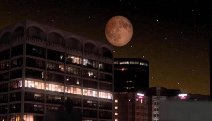 चंद्रग्रहण पर दिखा अद्भुत नजारा, सूरज की तरह लाल नजर आया चंद्रमा