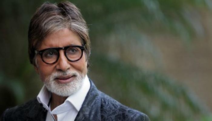 अमिताभ बच्चन ने मीडिया के साथ जन्मदिन का केक काटा
