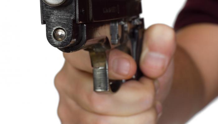 पत्नी भगाने के शक में युवक को मारी गोली, गंभीर हालत में कानपुर रेफर