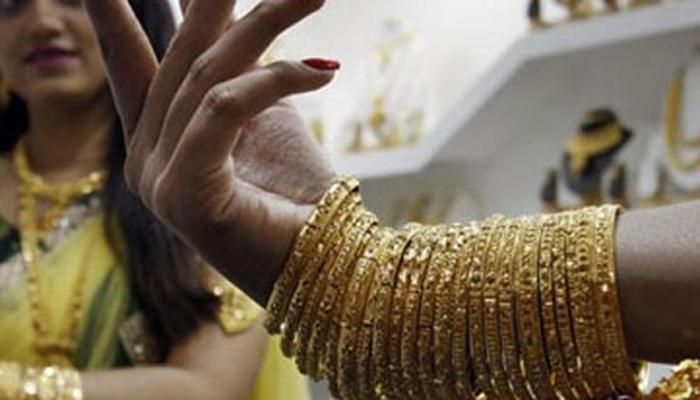 सोना और चांदी की कीमतों में गिरावट जारी