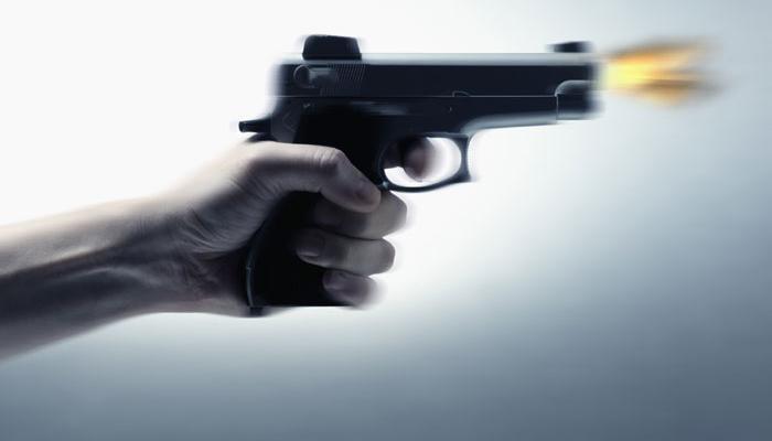दोस्त ने मामूली सी कहासुनी पर वकील दोस्त को गोली मारी