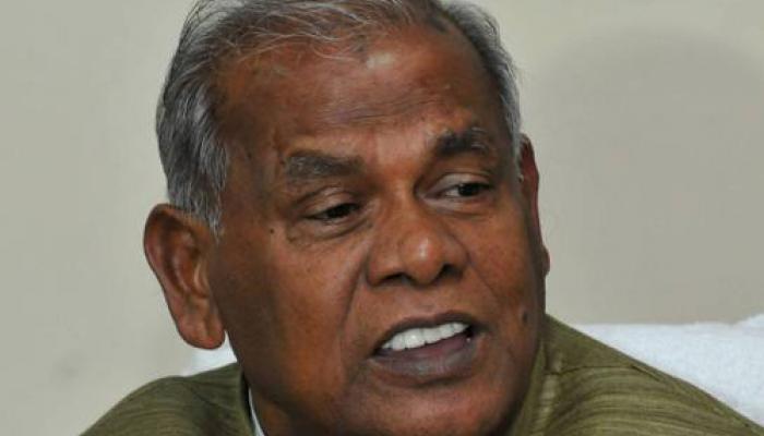 बिहार के सीएम जीतन राम मांझी पर जनता दरबार में जूता फेंका, युवक गिरफ्तार