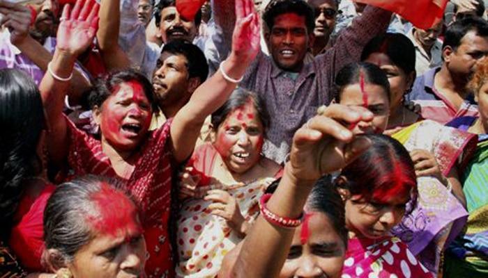 'माकपा की महिला कार्यकर्ता अपने कपड़े खुद फाड़ लेती हैं और छेड़छाड़ का आरोप लगाती हैं'