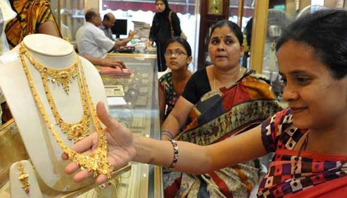 सोना 410 रुपए लुढ़का, चांंदी 820 रुपए कमजोर