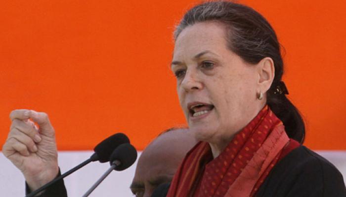 दिल्ली में खुलकर सामने आई कांग्रेस की लड़ाई, सोनिया ने किया हस्तक्षेप