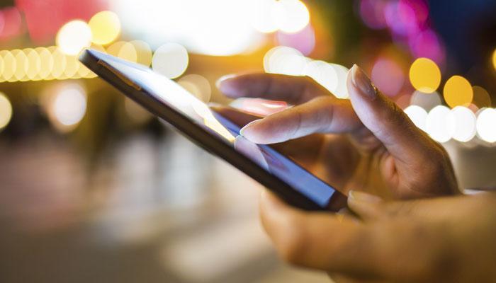 भारत में मोबाइल इंटरनेट का इस्तेमाल 74% बढ़ा