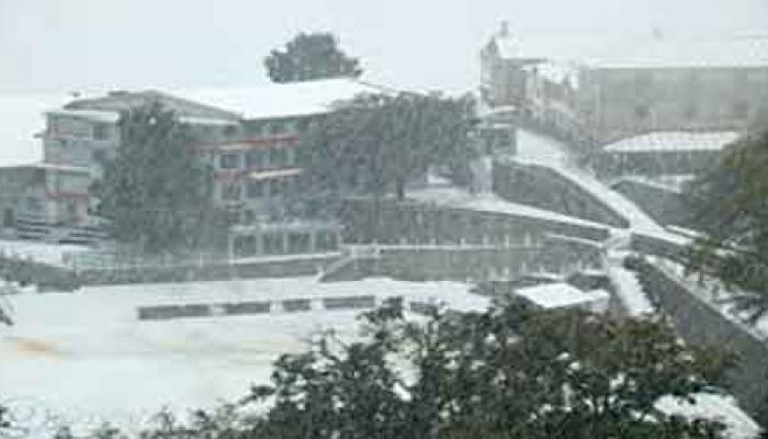 मौसम का बदला-बदला मिजाज, उत्तराखंड भारी बारिश और बर्फबारी