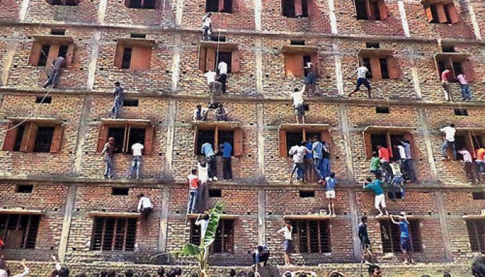 बिहार: नकल करते-कराते 900 से अधिक परीक्षार्थी-अभिभावक गिरफ्तार