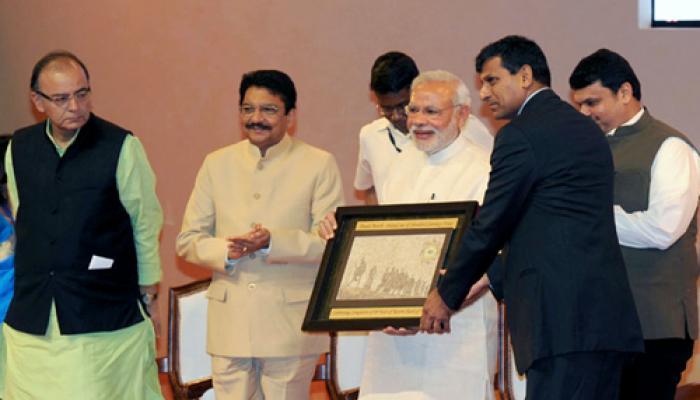 मोदी ने राजन को बताया परफैक्ट, कहा- सरकार और RBI की सोच एक जैसी