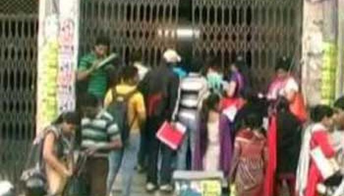 PCS पेपर लीक मामले में छात्रों ने दी BJP कार्यालय के सामने सामूहिक आत्मदाह की धमकी
