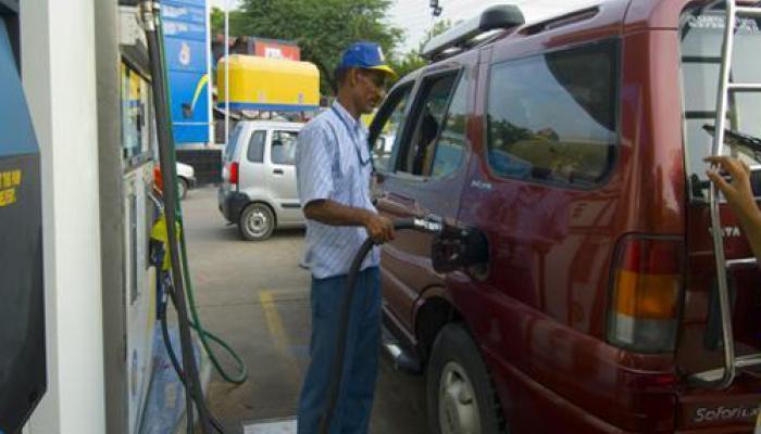 फिर सस्ते हुए पेट्रोल-डीजल, आज रात से घटेंगे दाम