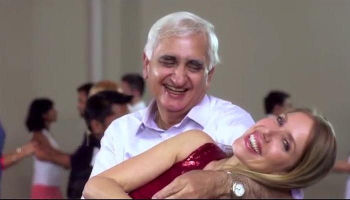 'कल हो ना हो' गाने के रिमेक में 'रोमांस' करते कांग्रेस नेता खुर्शीद