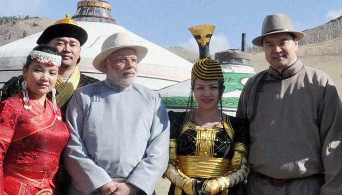 शिवसेना ने साधा PM मोदी पर निशाना, कहा - महाराष्ट्र से अधिक भाग्यशाली है मंगोलिया