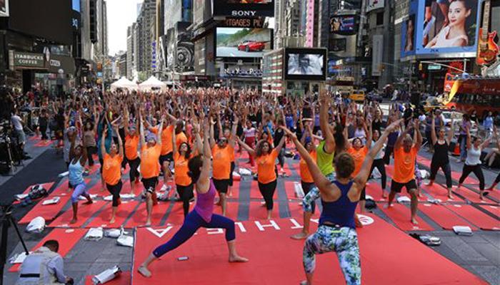 अंतरराष्ट्रय योग दिवस: न्यूयॉर्क का ऐतिहासिक टाइम्स स्क्वायर बना योग स्कवायर