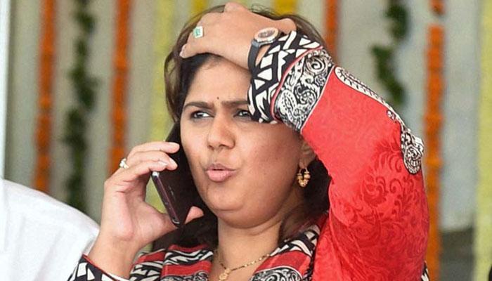 महाराष्ट्र की मंत्री पंकजा मुंडे पर 206 करोड़ रुपये के घोटाले का आरोप, कांग्रेस ने सीबीआई जांच की मांग की