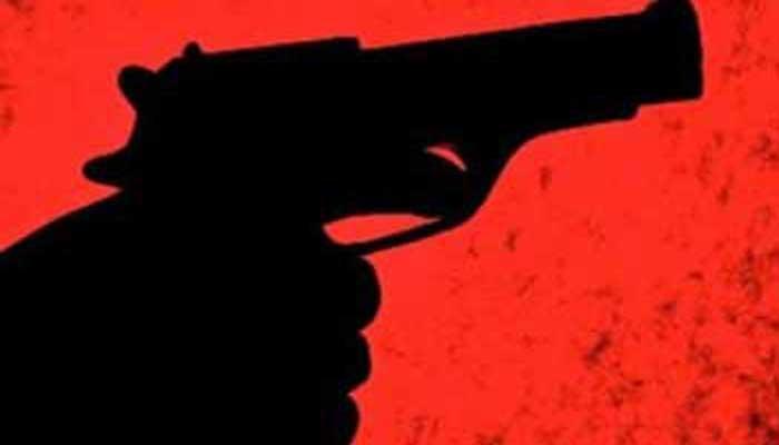कॉलेज परिसर में दो गुटों में गोलीबारी, छात्रा घायल