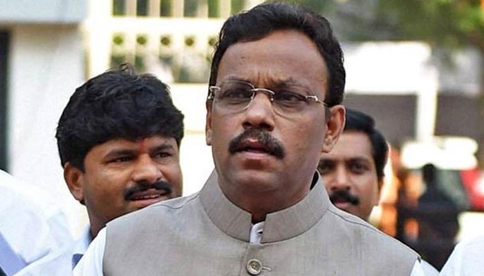 महाराष्ट्र के एक और मंत्री विवादों में फंसे, विनोद तावड़े पर बिना ई-टेंडरिंग 191 करोड़ का ठेका देने का आरोप