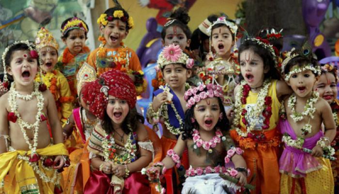 देशभर में धूमधाम से मनाई जा रही कृष्ण जन्माष्टमी