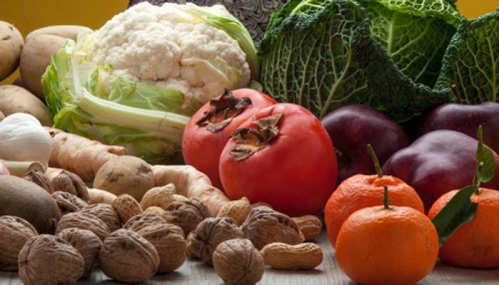 डिप्रेशन भगाने के लिए खूब खाइए फल, सब्जियां, बादाम और अखरोट