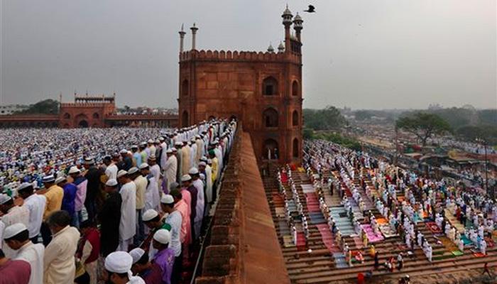 शिया-सुन्नी ने एक साथ बकरीद की नमाज पढ़कर एकता की मिसाल पेश की