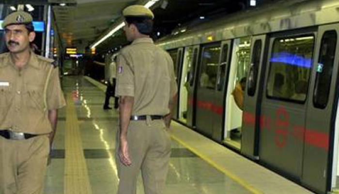 दिल्ली : राजीव चौक मेट्रो स्टेशन पर व्यक्ति ने खुद को गोली मारी