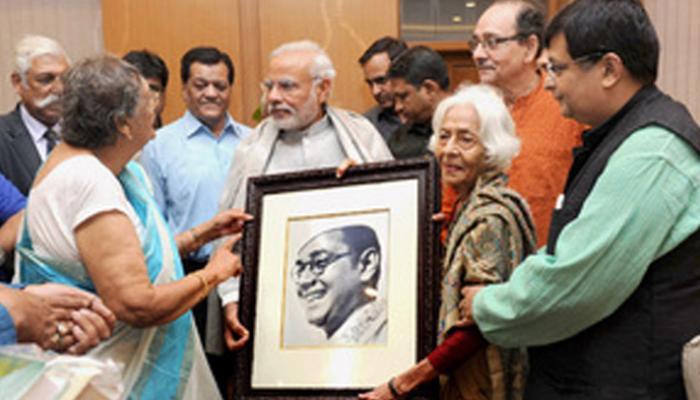 नेताजी सुभाषचंद्र के परिजनों से मिले पीएम नरेंद्र मोदी, बोले- अगले साल जनवरी से फाइलों को सार्वजनिक करेगी सरकार