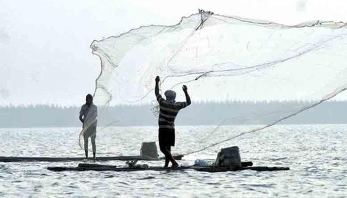 श्रीलंकाई नौसेना ने गिरफ्तार किये 34 भारतीय मछुआरे, नष्ट की दो नावें