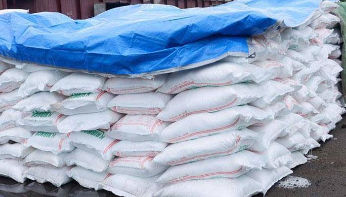 यूरिया बेचने के लिये किसानों के वेरिफिकेशन पर विचार कर रही है सरकारः केंद्रीय मंत्री