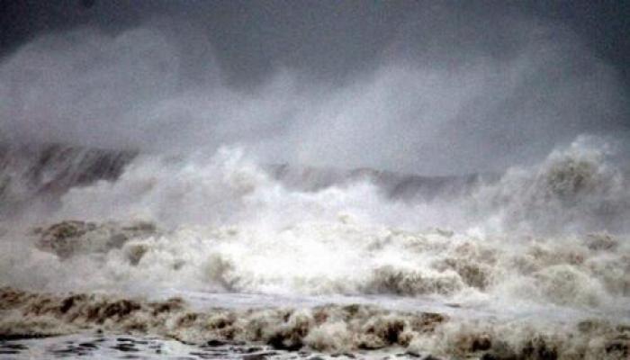 तमिलनाडु के तट से टकरा सकता है चक्रवाती तूफान, राज्य में अलर्ट