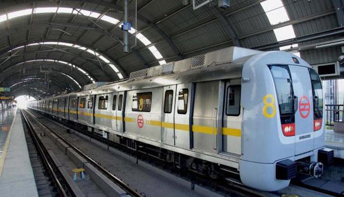 दिल्ली में युवती ने मेट्रो के आगे कूद कर जान दी